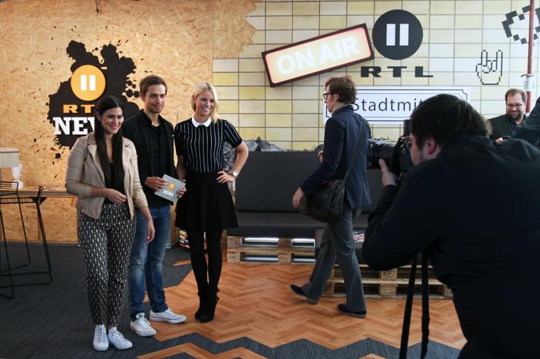 Bitte lächeln: RTL II-News-Moderatoren Stephanie Brungs, Christoph Hoffmann und Sandra Schneiders (v.l.)