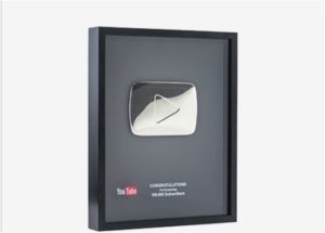Silberner Play-Button von YouTube