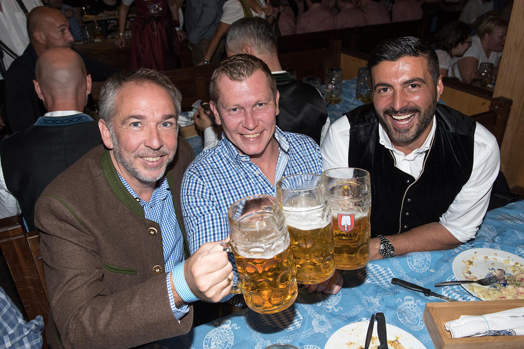Andreas Bartl mit Trödeltrupplern Otto und Sükrü