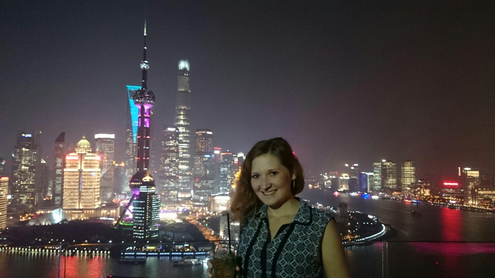 Skybar mit Sicht auf die Skyline Shanghai