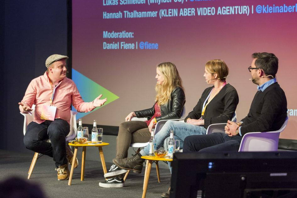 Daniel Fiene (Moderation), Hannah Thalhammer (Klein Aber Videoagentur), Ellen Boos (RTL II) & Lukas Schneider (whylder) (v.li.)  © MCB / Uwe Völkner