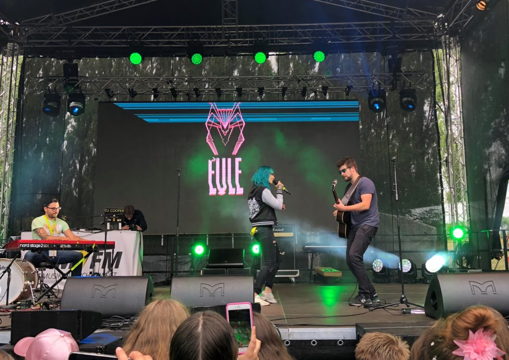 Eule performt auf der YOU Summer Stage